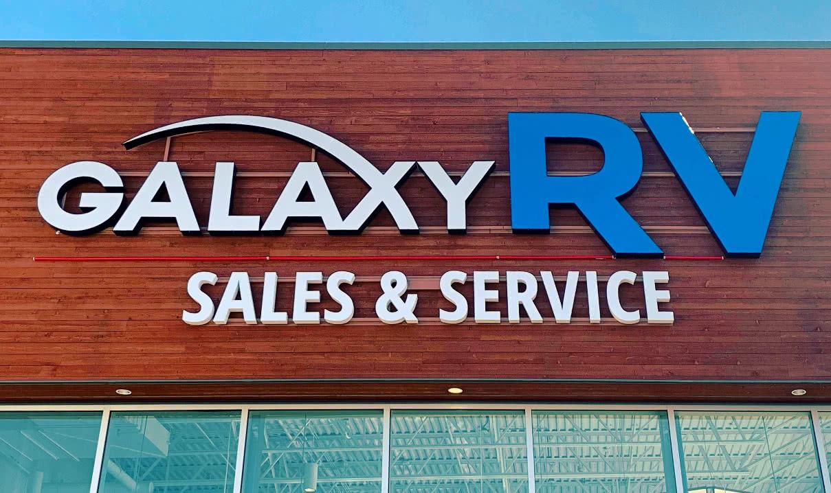 new_victoria_rv_dealership_sign
