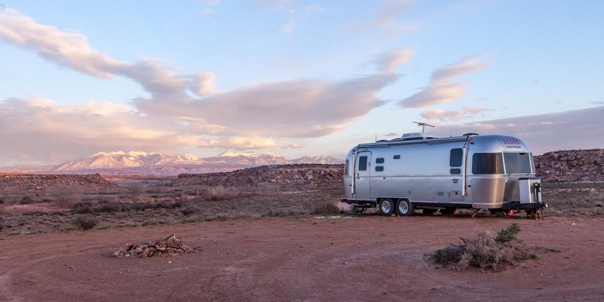 travel-trailer-1210x605